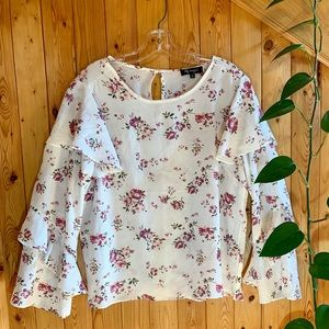 4/25$ white long sleeve blouse with ruffles L